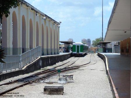 7625809607a24 ACIMA  Na plataforma da estação central de Fortaleza, o trem espera para  partir para Caucaia (Foto Rafael Asquini em 10 2010).